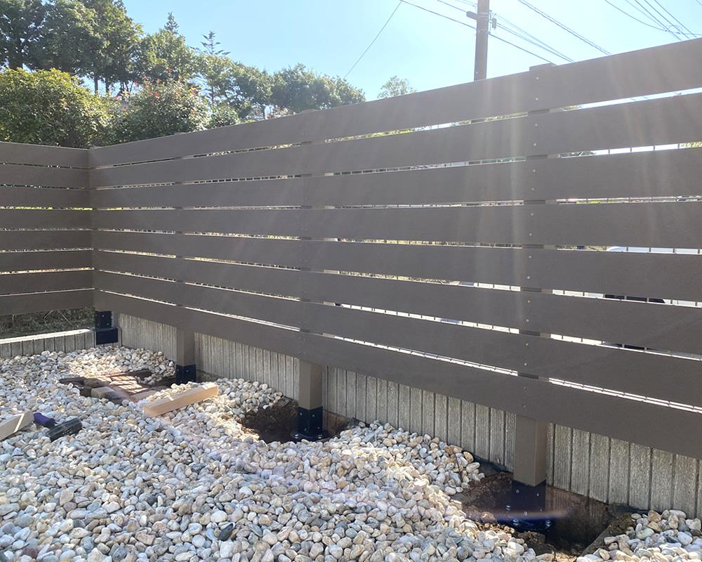 L型で人工木フェンス