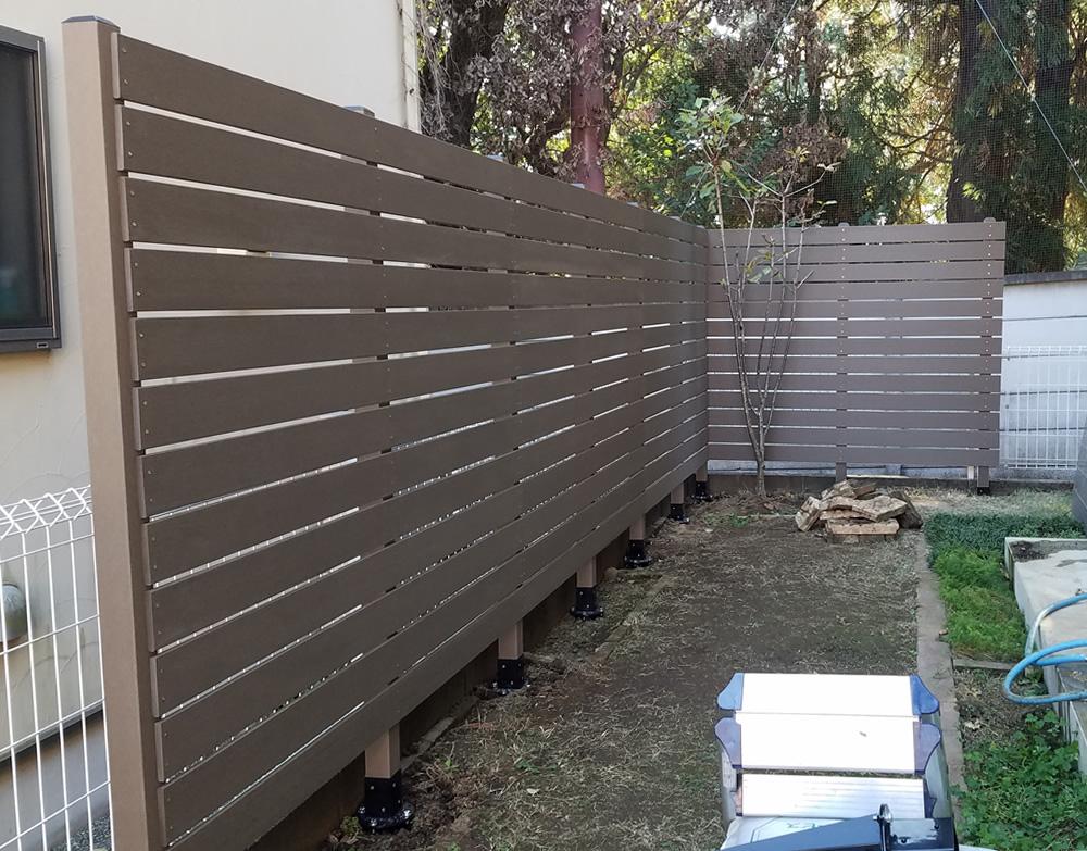 人工木材の貼り付けが完了しました。