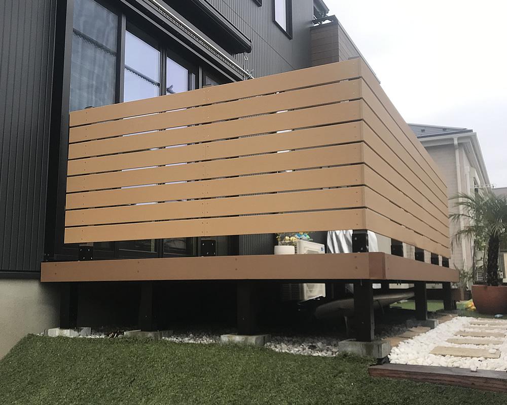 デッキ上への人工木フェンスが完成!